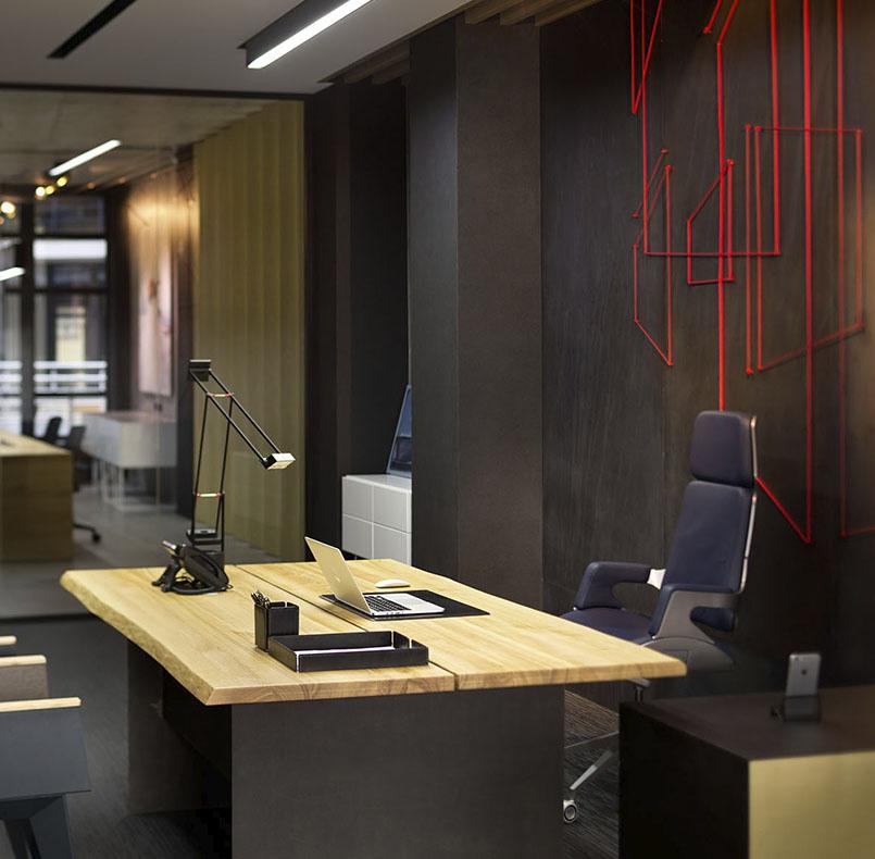 стол директора из массива ясеня и черного металла для студии www.incubedesign.com