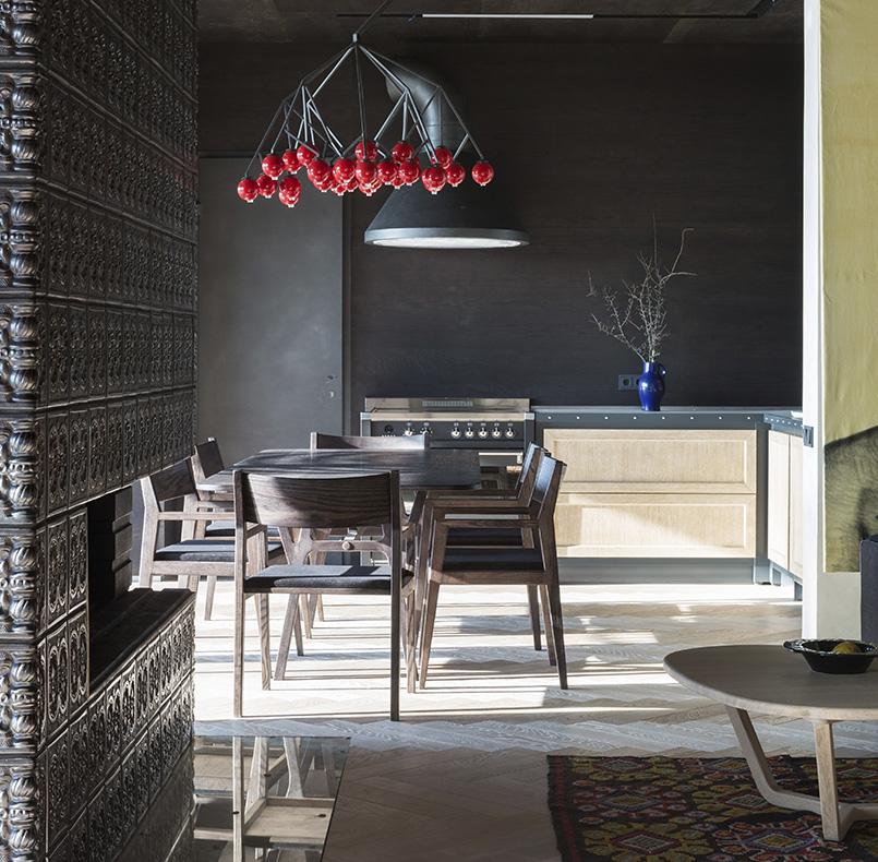 стол СМ08 и стулья ПЛ01-2 для проекта современного коттеджа студии SBM