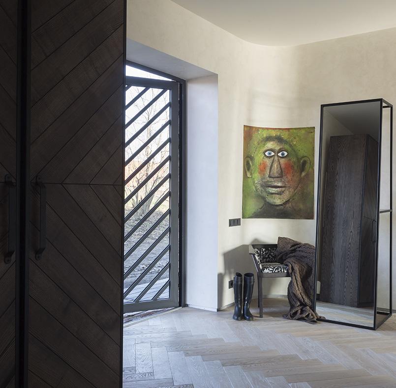 кресло СМ05 и шкаф и зеркало по проекту студии SBM