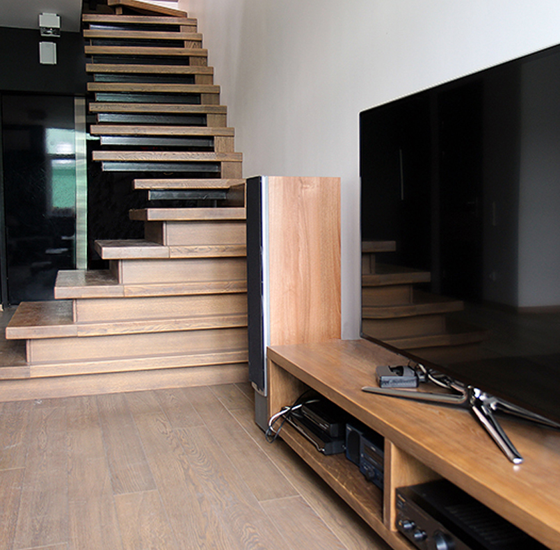 The staircase of solid oak; TV stand of oak PL15