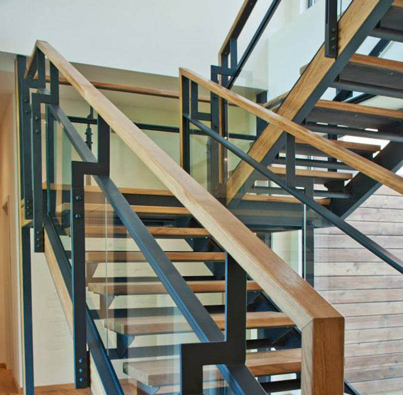 Stairs, railings and insertion of solid oak, along www.tceh.com.ua project
